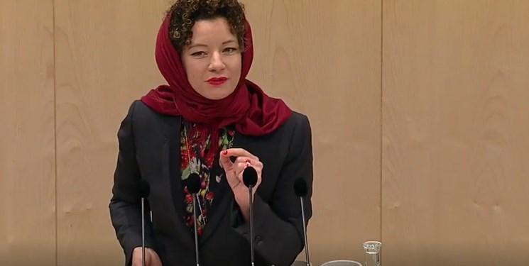نماینده اتریشی در اعتراض به قانون منع حجاب، در صحن پارلمان حجاب سر کرد