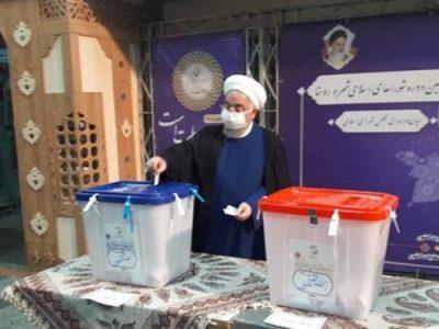 رئیسجمهور رأی خود را به صندوق انداخت/ روحانی: امروز همه جهان به صفهای مردم ایران نگاه میکند